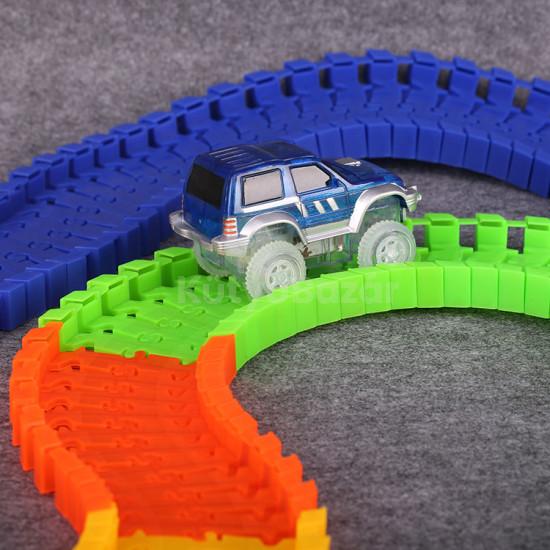 Autópálya játék világító autóval