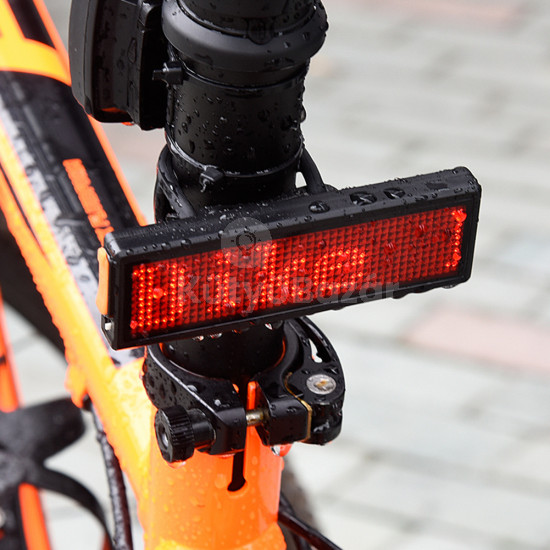 Szöveg kijelzős biciklilámpa
