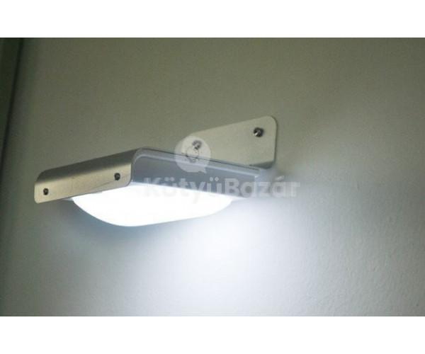 Napelemes fény és hang érzékelős kültéri lámpa