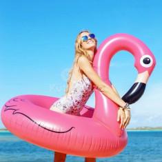 Flamingó úszógumi