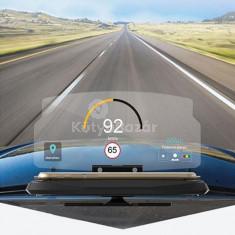 Műszerfalra helyezhető okostelefon kijelzőjét tükröző navigációs készülék