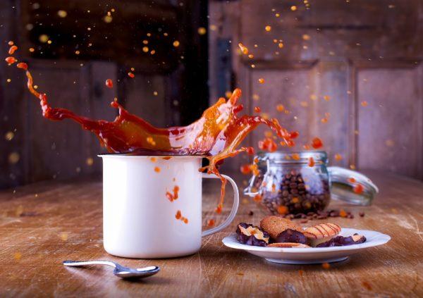 Te vs. kiömlő kávé